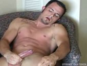 Cute tattooed stud stroking is cock and giving a nice load