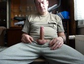 Older amateur dude stroking his meat at home