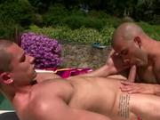Pornstar muscle hunk Austin Wilde enjoys gay blowjob fun