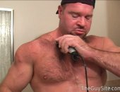 Hairy bodybuilder shaves his chest and pubes. He just got out of the shower and is looking fine!