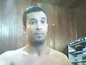 Decicioso moreno com uma pica enorme se mostrando na webcam