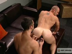 muscle hunk gets his rump plugged and plowed