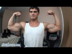 Amateur Muscle Dude Stripping and Posing on CAm.