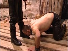 Amateur Guy in Leather get Humiliated.