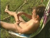 This amateur got too randy and decided to jerk off outdoors !