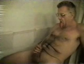 hairy dude in the tub drinks piss